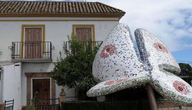 Foto de la vivienda de la Plaza Duque De Alba de la localidad Sevillana de Gelves, en la que un hombre presuntamente apuñaló a su pareja.