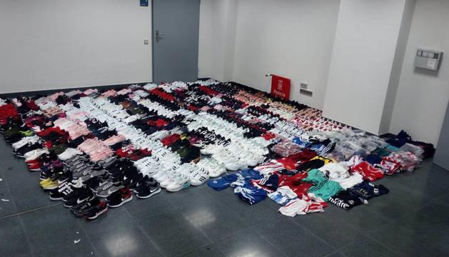 Policía Foral se incauta en San Adrián de ropa y calzado falsificado