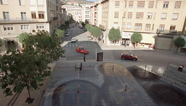 Imagen de 1999, con el Monumento al Agua de la plaza de la Coronación antes de su derribo