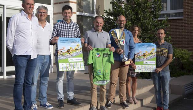 Diego Sánchez, el primero por la izquierda, es el director de la Vuelta a Pamplona.