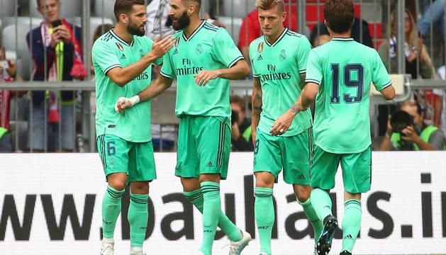 Nacho, Benzema, Kross y Odriozola celebran uno de los cinco goles del Real Madrid.