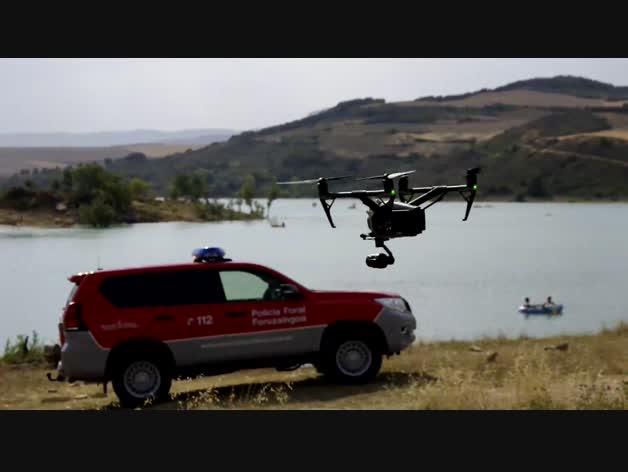 Policía Foral vigila el embalse de Alloz con drones