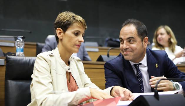 María Chivite y Ramón Alzórriz, en el Parlamento de Navarra.