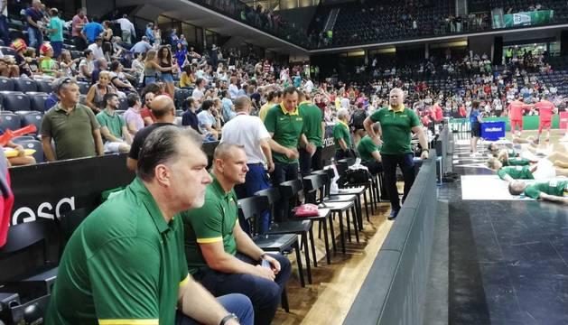 El legendario Arvydas Sabonis, actual presidente de la Federación Lituana de Baloncesto, en el Navarra Arena.
