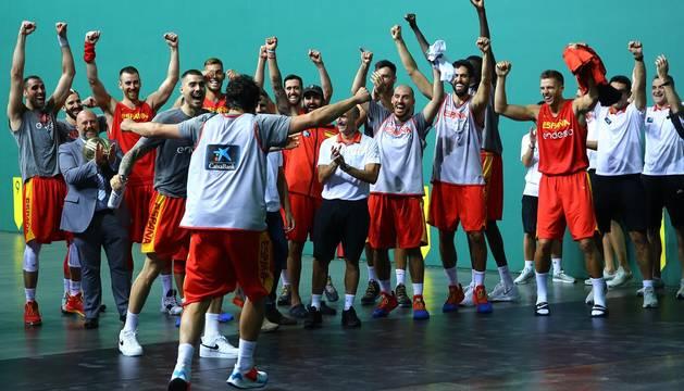 Galería de fotos del entrenamiento de la Selección Española de Baloncesto en el Navarra Arena