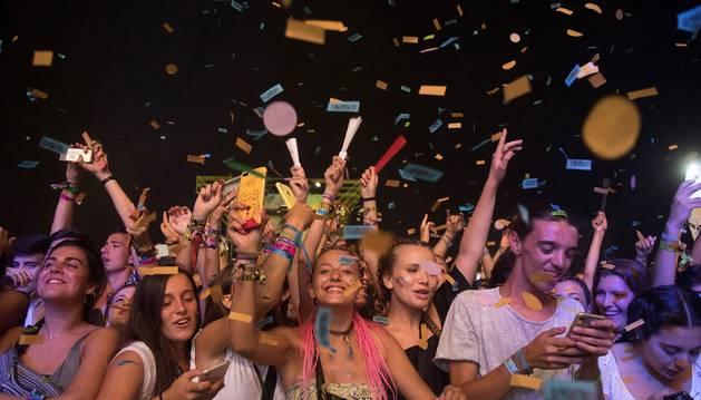Foto de los asistentes al concierto de La Pegatina este jueves en el Arenal Sound.