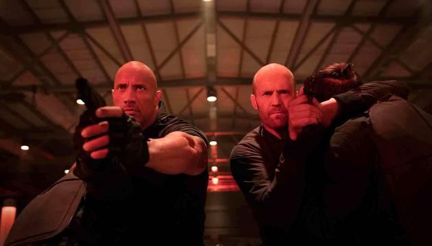 Dwayne Johnson (izquierda) y Jason Statham, en una imagen de Fast & Furious: Hobbs & Shaw.