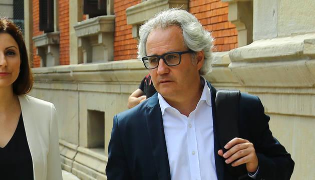 Foto de Carlos Pérez-Nievas, de camino al pleno de este jueves.