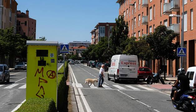 A la derecha de la imagen, tomada dos horas después del atropello, el paso de peatones  donde las dos menores fueron arrolladas.