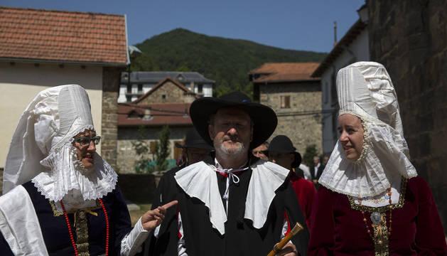 Foto de un traje típico medieval de Isaba que data de los siglos XIII y XIV, en el desfile del Día de la Indumentaria Roncalesa celebrado el año pasado.