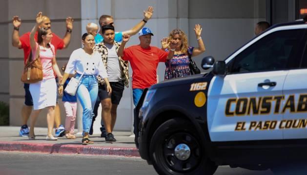 Al menos 19 muertos y 40 heridos por un tiroteo en un centro comercial de El Paso