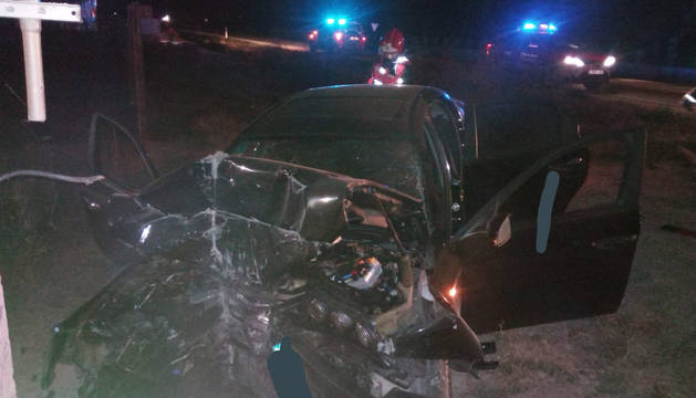 Estado en el que ha quedado el coche del joven tras el accidente en Caparroso.