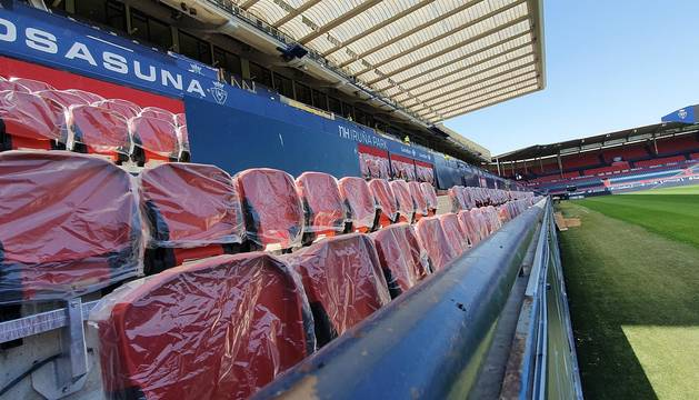 Parte de las 2.700 localidades de Preferencia que se estrenarán en el debut de Osasuna en casa han sido colocadas