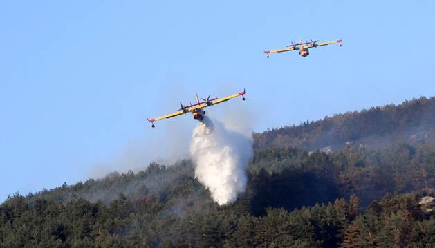 Los fuegos de La Granja y Miraflores, aún sin control, queman 600 hectáreas