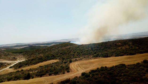 Imagen del fuego en Artajona publicada por Bomberos de Navarra en su cuenta de Twitter.