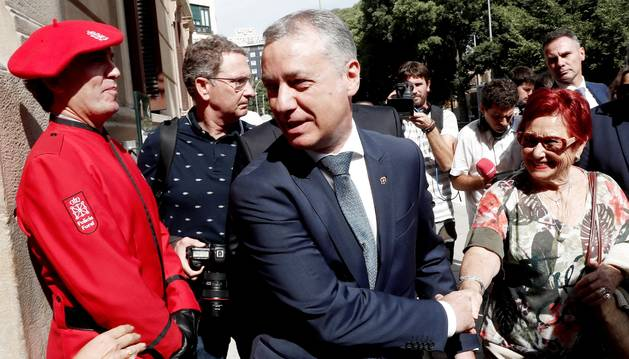 Foto del lehendakari, Íñigo Urkullu, a su llegada al acto de investidura de la socialista María Chivite.