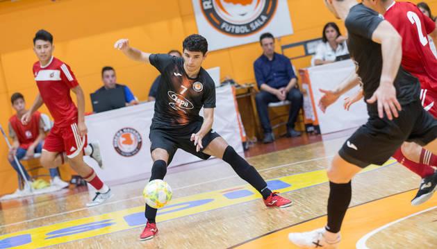 Foto del nuevo jugador del Aspil, Nil Closas, durante el partido.