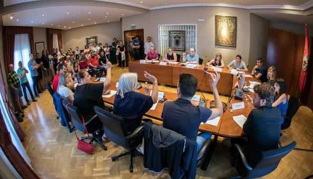Foto del pleno celebrado el 15 de julio, con pocos acuerdos y nutrida presencia de público.