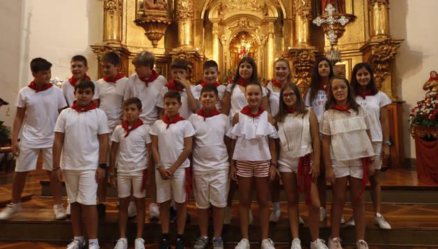 Foto de los alumnos de 6º de Primaria que participaron este jueves en la procesión de San Esteban Chiqui.
