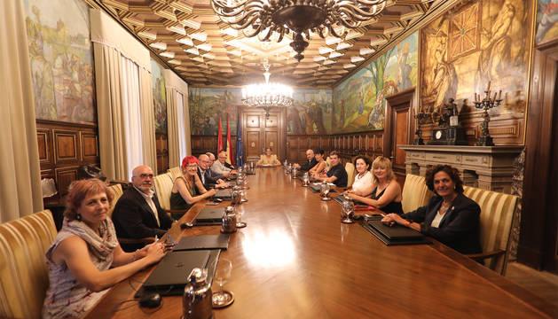 El nuevo Gobierno de Navarra, durante su primera Sesión celebrada este jueves.