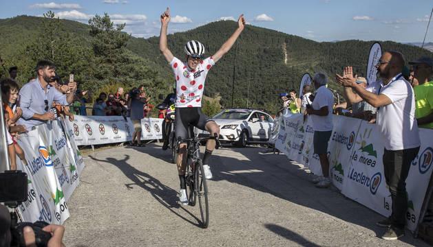 Scott golpea donde más duele en la Vuelta Pamplona