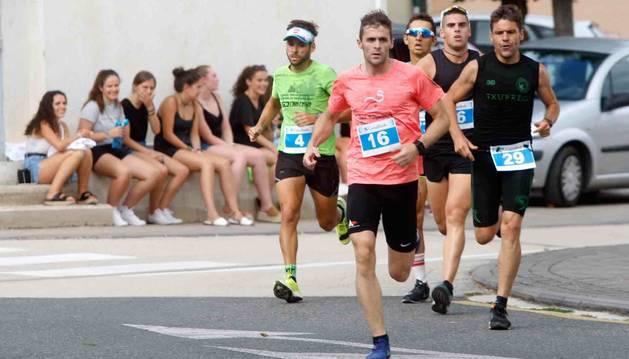 Aitor Etxeberria, el ganador,  encabezando la prueba junto a Morillo (4), Latasa (36) y Azparren (29).