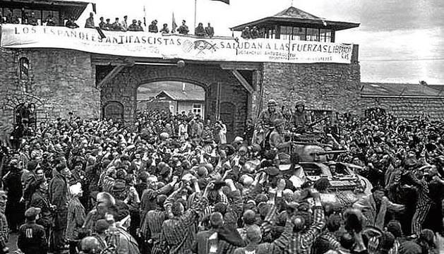 Una pancarta en español en Mauthausen, el día de su liberación.