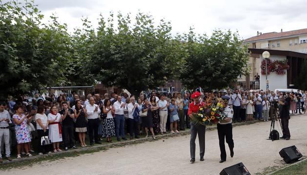 Vecinos de Berriozar homenajean al subteniente Casanova, asesinado por ETA