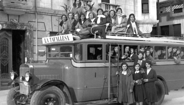Foto del Autobús de La Tafallesa, matrícula LO 524, hacia 1927-1930.