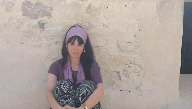 La joven de Arróniz posa delante de la tumba de Tutankamón, situada en el Valle de los Reyes, cerca de Lúxor.
