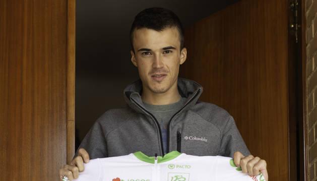 Foto de Urko Berrade con el maillot de mejor joven de la Vuelta a Portugal 2019.