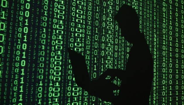Los responsables son grupos de hackers que suplantan identidades por correo electrónico.