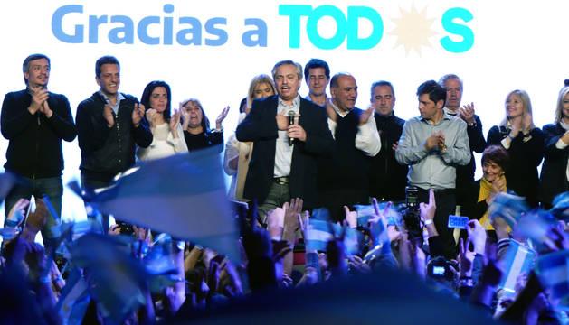 Foto del peronista Alberto Fernandez, durante un acto este domingo en el búnker del Frente de Todos, en Buenos Aires.