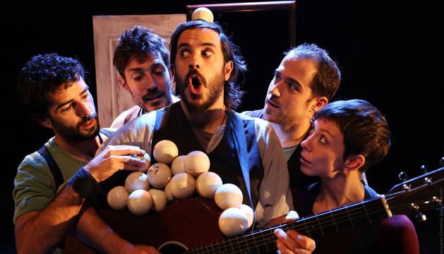 Foto de los integrantes de la compañía Trócola Circ.
