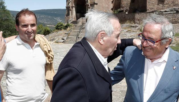 Foto del presidente del Club Atlético Osasuna, Luis Sabalza, y el entrenador del equipo, Jagoba Arrasate, salen de la Basílica de Javier, cuna del patrón de Navarra.