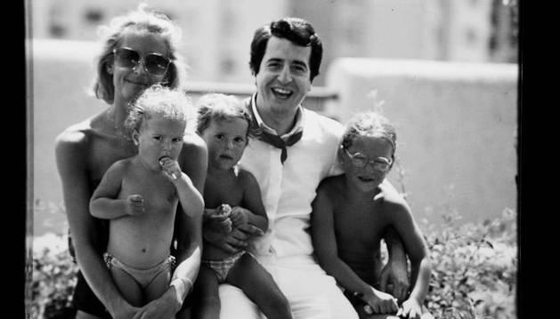 Las vacaciones en familia de Ana Llorens -abajo a la izquierda-, con sus padres Rosa y Rafa; y sus hermanas María (centro) y Cristina (derecha).