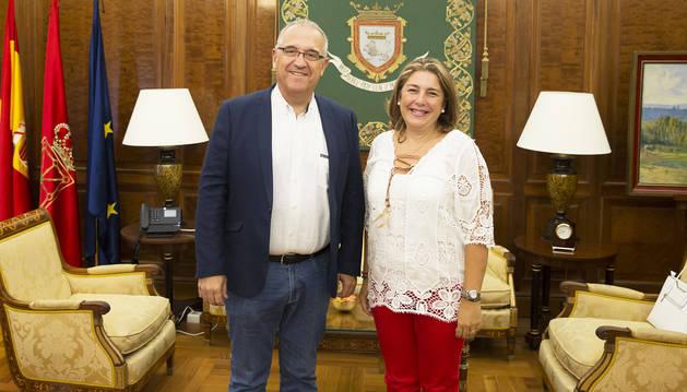 El alcalde Enrique Maya junto a Elena Acaz.