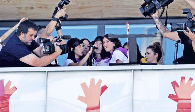 Colectivos feministas de Burlada se niegan a lanzar el cohete.
