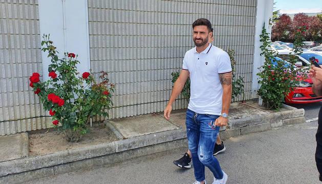 Raúl Navas a su llegada a las instalaciones de Tajonar.