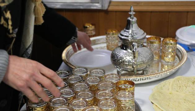 Vasos para servir te en la mezquita de San Adrián.