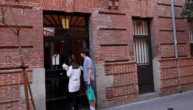 Hallada una mujer muerta con golpes y heridas de arma blanca en Madrid