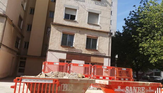 El portal 7 el Grupo Urdánoz, situado en el barrio pamplonés de Echavacoiz.