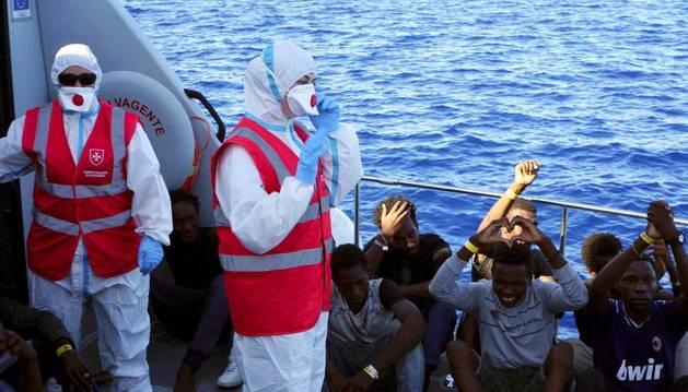 Los 27 menores no acompañados que están entre los 134 rescatados a bordo del barco
