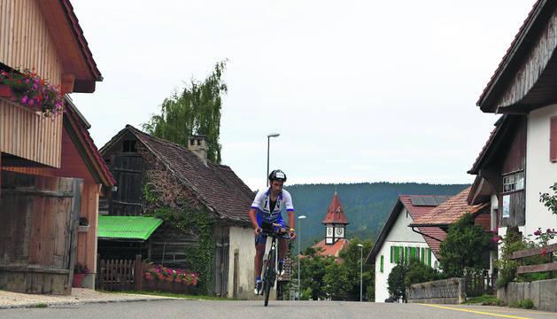 Foto del pamplonés Javier Iriberri terminó en séptima posición en el Tortour de Suiza tras realizar 1.037 kilómetros de recorrido.