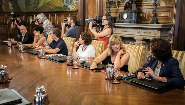 Imagen de parte de los consejeros del nuevo Gobierno de María Chivite, que eleva de 9 a 13 las carteras y de 22 a 32 los directores generales.
