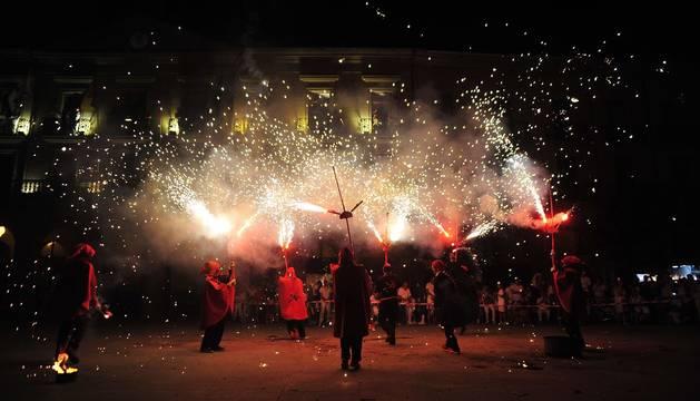 Fotos de los Correfoc en la Plaza de Navarra de las Fiestas de Tafalla 2019