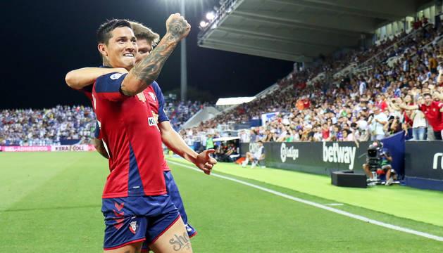 Marc Cardona felicita a Chimy Ávila tras el tanto conseguido en Butarque.