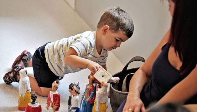 Los gigantes fueron, sin duda, uno de los atractivos para Izan García, de 2 años, quien estuvo acompañado por su madre Carmen Salinas.