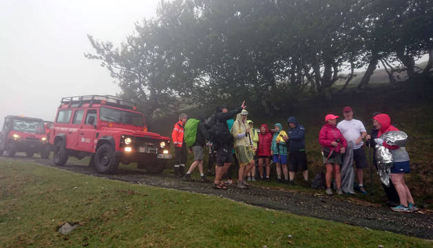 Una veintena de peregrinos, rescatados en Roncesvalles