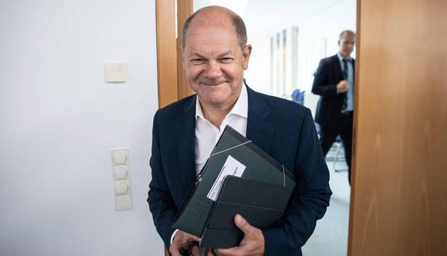 El Ministro de Finanzas alemán y miembro del Partido Socialdemócrata Alemán (SPD) Olaf Scholz llega a una reunión de la junta en la sede del SPD en Berlín, Alemania.